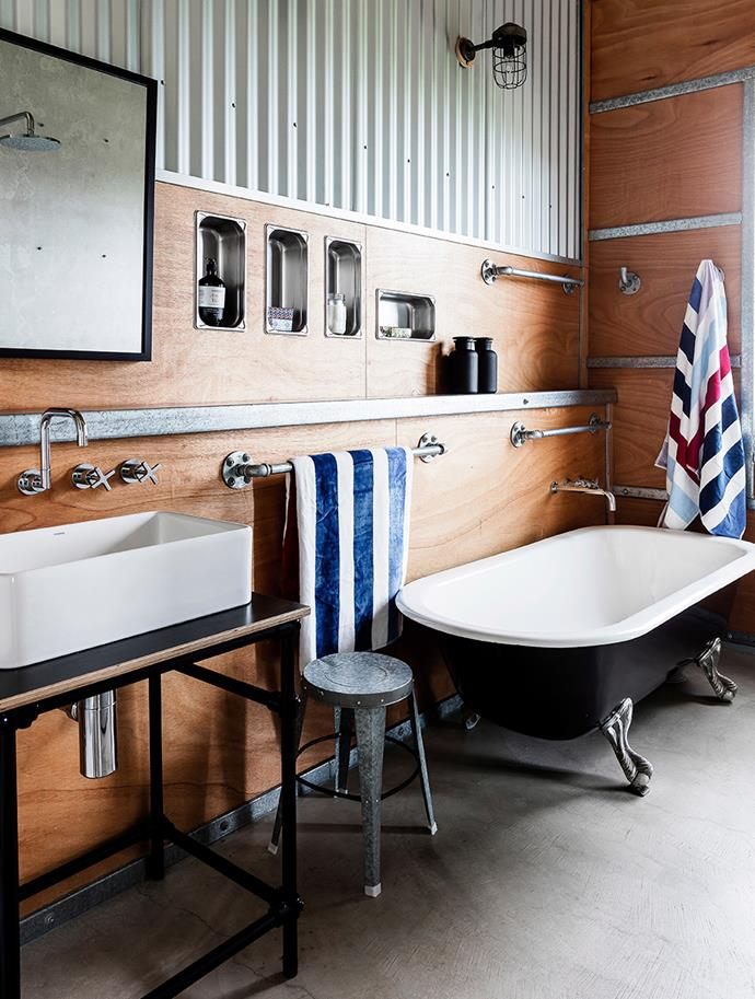 """[Free-standing baths](https://www.homestolove.com.au/12-beautiful-bathtubs-4520 target=""""_blank"""") are a well-established trend that adds an element of retreat-style luxury to the bathroom. Matte black ups the drama and makes a punchy statement in all-white and marble bathrooms, or bathrooms with timber-effect touches. If natural light is lacking, avoid an all-matte-black tub and opt for a style with a lighter hued contrast instead. *Photography: Derek Swalwel / bauersyndication.com.au*"""