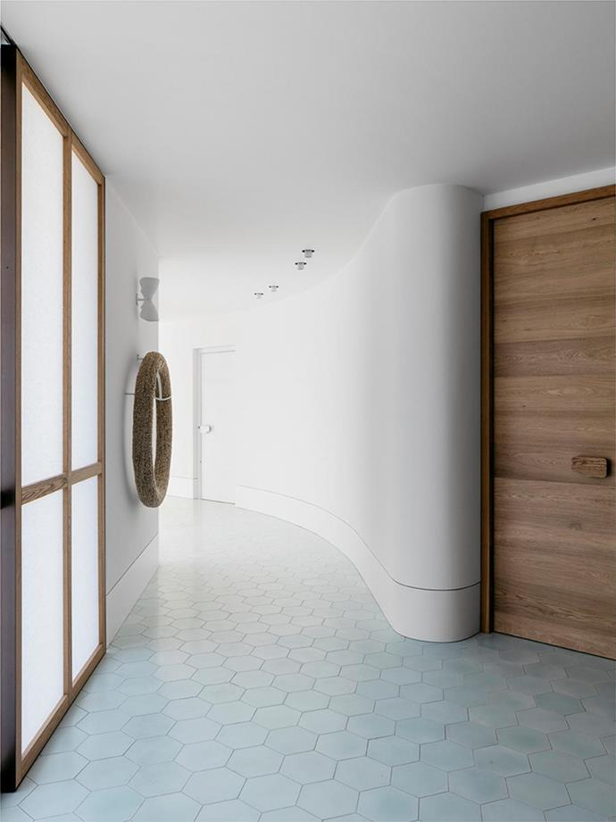 """Beach House by SJB. [Vote for this project!](https://www.homestolove.com.au/bellecoco-republic-interior-design-awards-2018-readers-choice-6497 target=""""_blank"""") *Photography: Felix Forest*"""