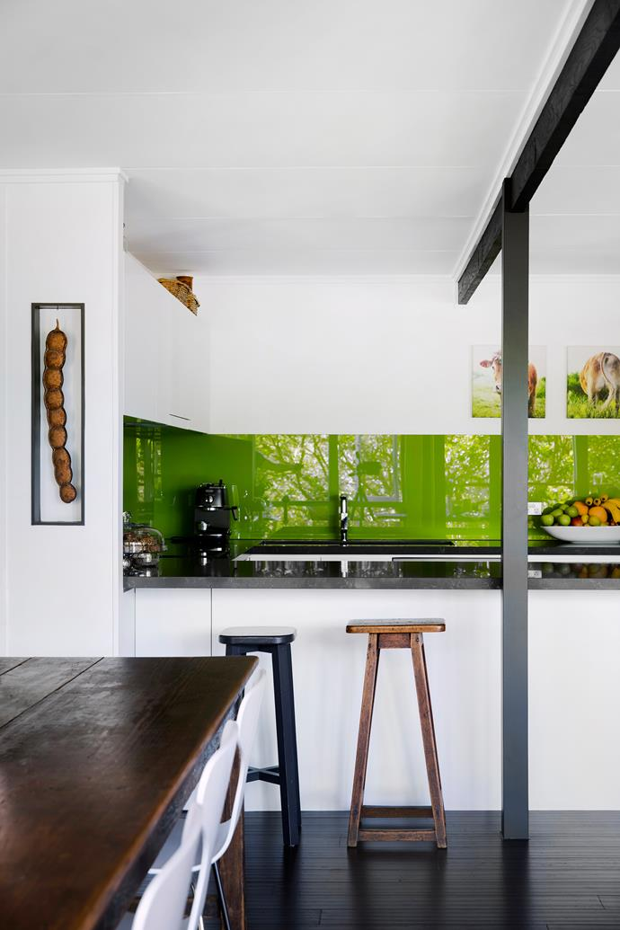 A giant Matchbox bean seed pod, displayed in a wall recess, brings a touch of tropical Queensland to the kitchen – as does the green Dulux Gecko-painted splashback. Benchtop, Quantum Quartz in Cloudy Bay from Ardesia Quartz.