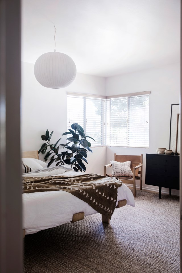 "After moving to LA from Bondi Beach, this creative couple have created a [calming minimalist family home](https://www.homestolove.com.au/arabella-and-sam-mcintoshs-minimalist-home-6548|target=""_blank""). Home owner Arabella says that having a ""connection to everything in my home"" is the source of her minimalist style. *Photo: Chris Warnes*"