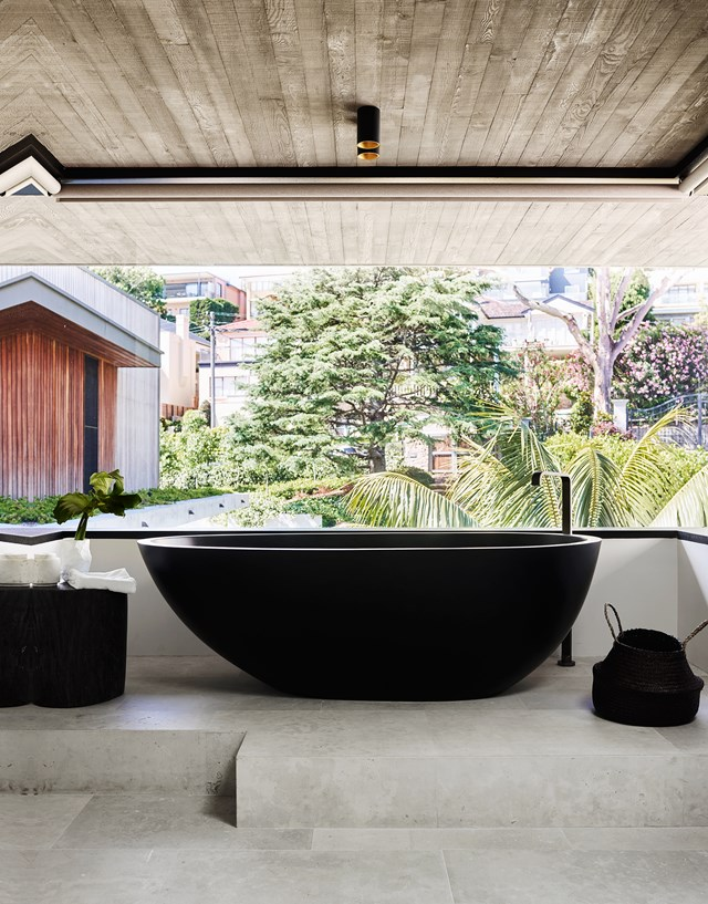 """A black Moda 'Lucia' freestanding bath makes a dramatic statement against the earthier tones of ochre, chocolate and terracotta used in this [modernist home with a maximalist interior](https://www.homestolove.com.au/a-modernist-home-with-a-maximalist-interior-6555