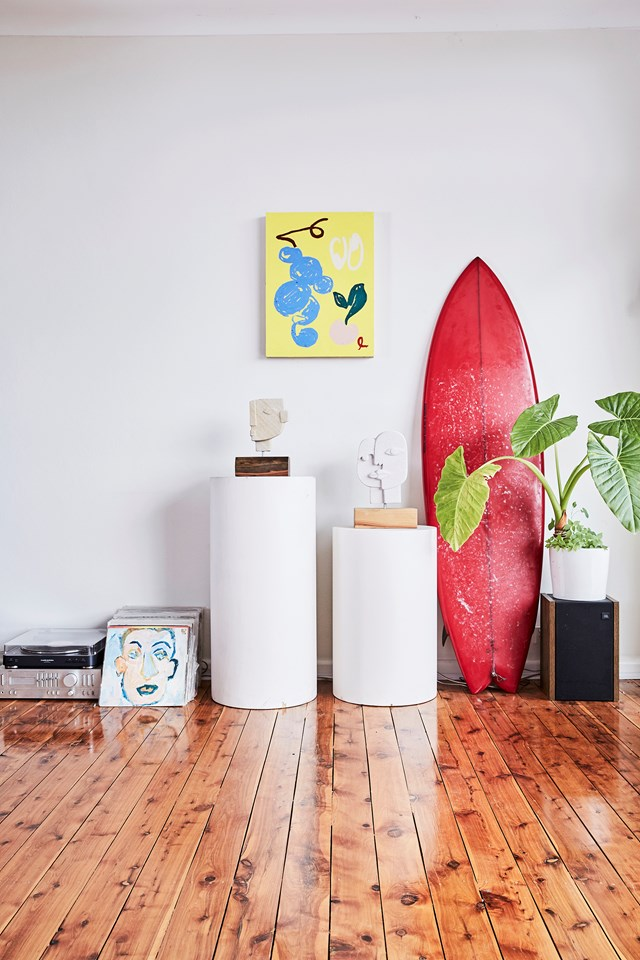 "An artist in her own right, jewellery designer and sculptor [Holly Ryan's minimalist boho home](https://www.homestolove.com.au/jewellery-designer-holly-ryans-sydney-home-6569|target=""_blank"") is filled with a curated mix of her own work, German pottery (her obsession) and the work of other creatives that inspire her."