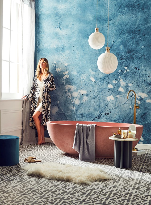 "One of the [many ways to turn your bathroom luxurious sanctuary](https://www.homestolove.com.au/5-ways-to-turn-your-bathroom-into-a-luxurious-sanctuary-6570|target=""_blank"") is to install a gorgeous pink freestanding tub. *Photo: Steven Chee*"