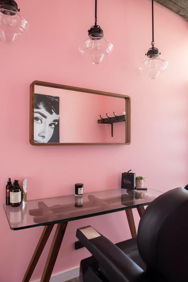 Kim and Michelle's beauty room was pretty but lacked functionality. *Photo: 7Plus*