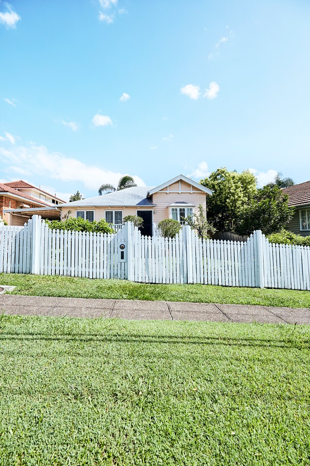 """Lead singer of The Grates, Patience Hodgson and partner John Patterson were drawn to the Queensland [suburb of Camp Hill](https://www.homestolove.com.au/camp-hill-qld-suburb-to-watch-6707