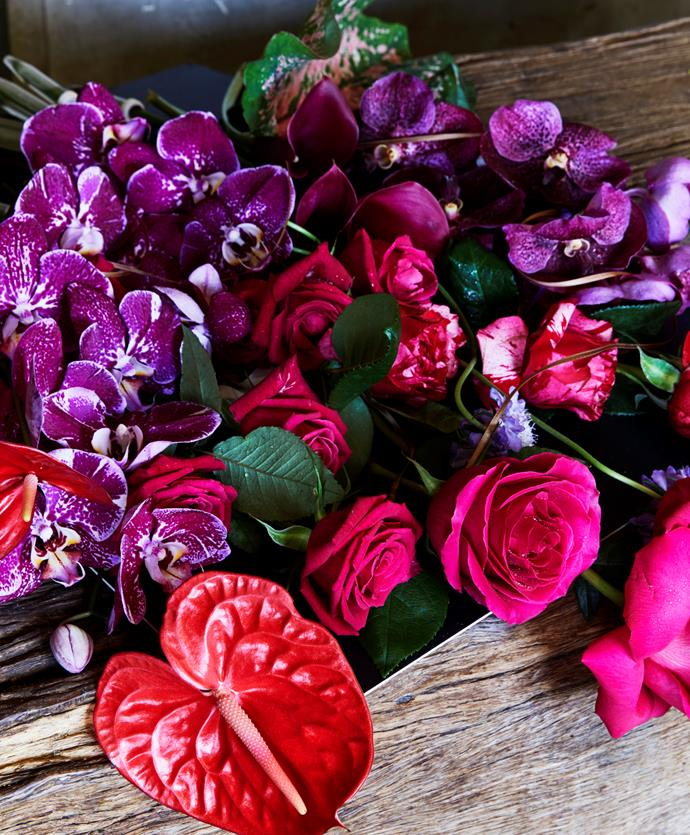 Brightly coloured roses, orchiads and laceleaf (*anthurium*) make a delightful bouquet.