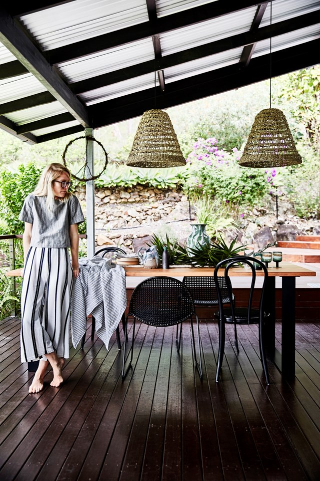 """Take inspiration from your natural surroundings. The surrounding gums, grevilleas and palms inspired the colour and textural palette that runs throughout this lush [home in Tallebudgera Valley, Queensland](https://www.homestolove.com.au/lessons-learned-from-a-real-life-tree-change-6808