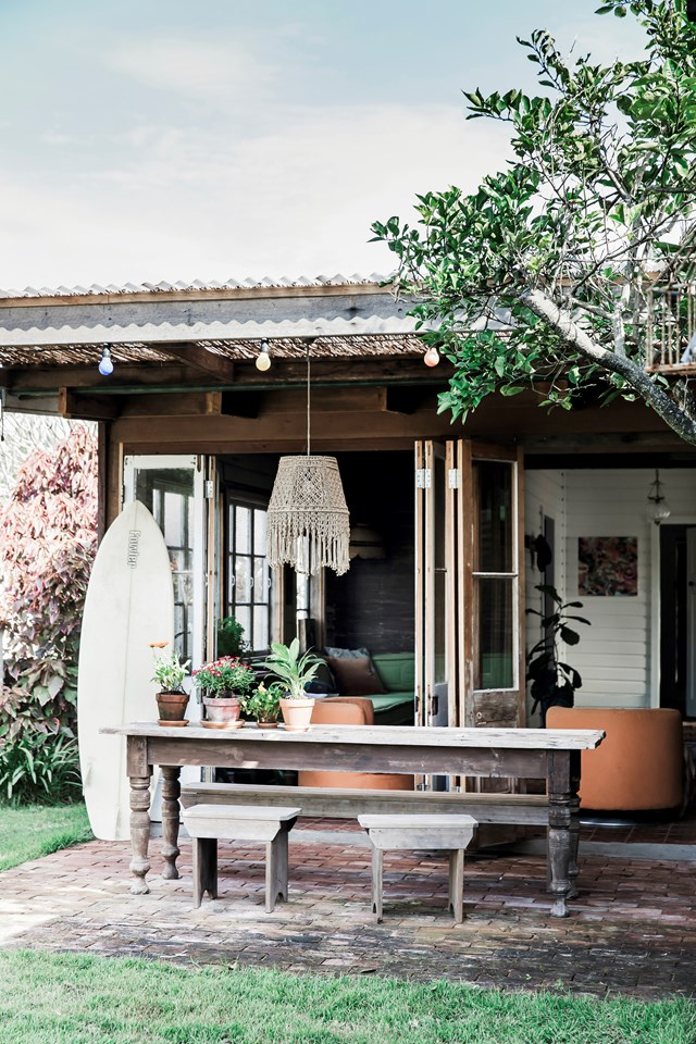 """This [beach shack near Byron Bay](https://www.homestolove.com.au/byron-bay-beach-shack-given-bohemian-makeover-6809
