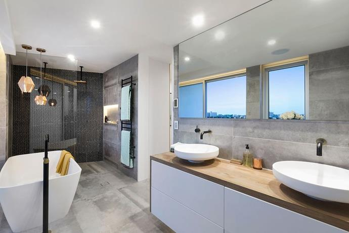 "Dean and Shay's [master bathroom](https://www.homestolove.com.au/20-beautiful-bathrooms-to-inspire-4630|target=""_blank"") was the first room win of the season. *Photo: Domain*"