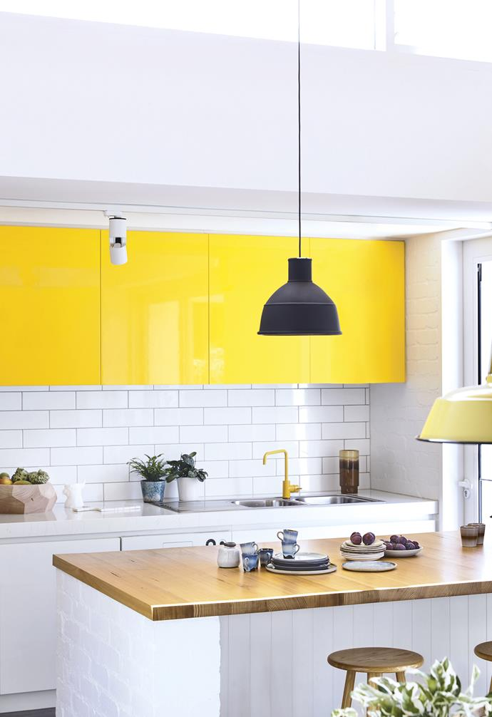 "**Mellow yellow** The bold colour of the cabinet doors give this kitchen a bright, modern edge. Balance vibrant colours by keeping other elements – such as tiling, benchtops and remaining cabinetry – neutral. *Design: [Kennedy Nolan](http://www.kennedynolan.com.au/|target=""_blank""