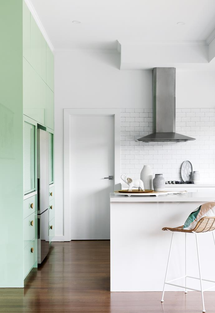 "**Hidden talents** A bench-height shelf, perfect for small appliances and their accoutrements (hello, breakfast station!), can be hidden when not in use by a garage-style door, concealing mess for a seamless look. *Design & build: [GIA Bathrooms & Kitchens](https://www.giarenovations.com.au/|target=""_blank""