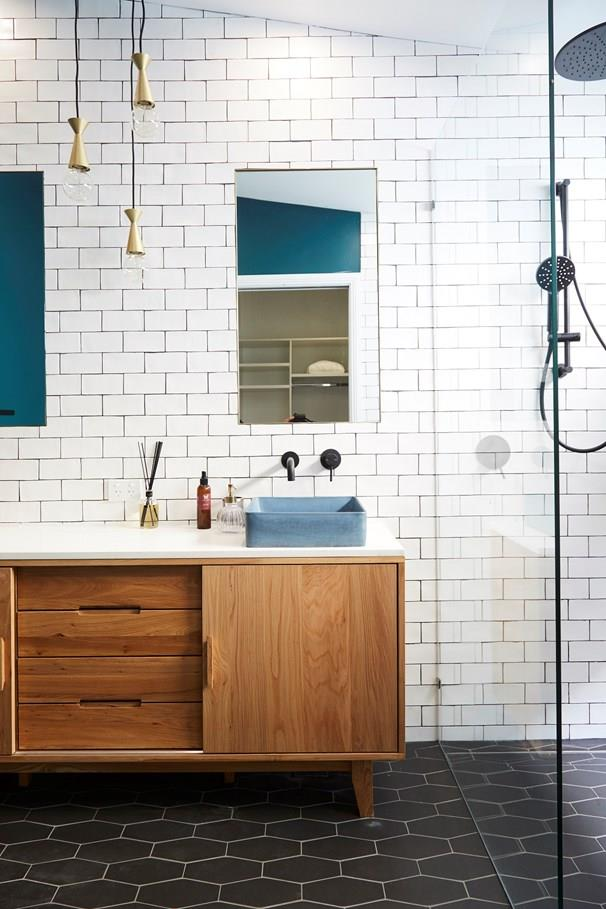 We love the mid-century reference in the ensuite.