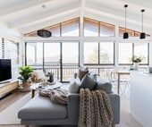 Explore this elegant renovated ski retreat in Jindabyne