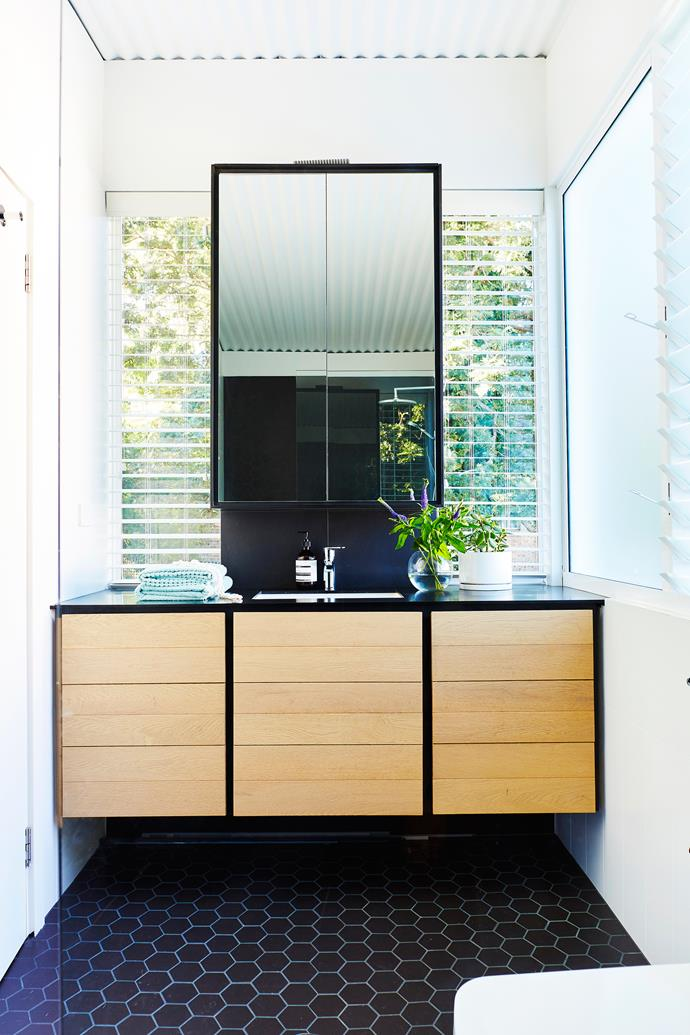 "**Make a splash** This [new build in Manly](https://www.homestolove.com.au/granny-flat-economises-a-new-house-build-in-manly-4940|target=""_blank"") sports a statement vanity and mirror with simple styling. *Photo: John Paul Urizar / Story: Australian House & Garden*"