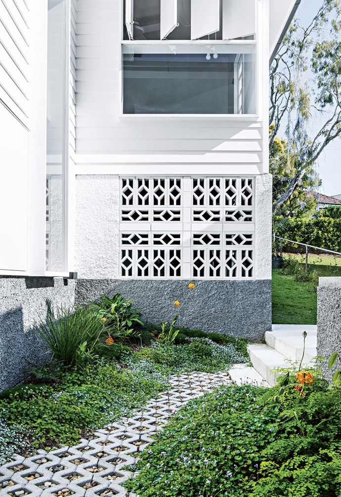 "**Colour contrast** The white and grey textured wall of the exterior makes the perfect background for lush, green foliage. Grass pavers, [National Masonry](https://www.nationalmasonry.com.au/|target=""_blank""