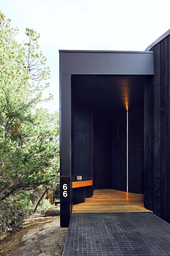 The pavilions feature a protective and discreet black finish. To protect the wildlife, no heavy machinery was used during construction.