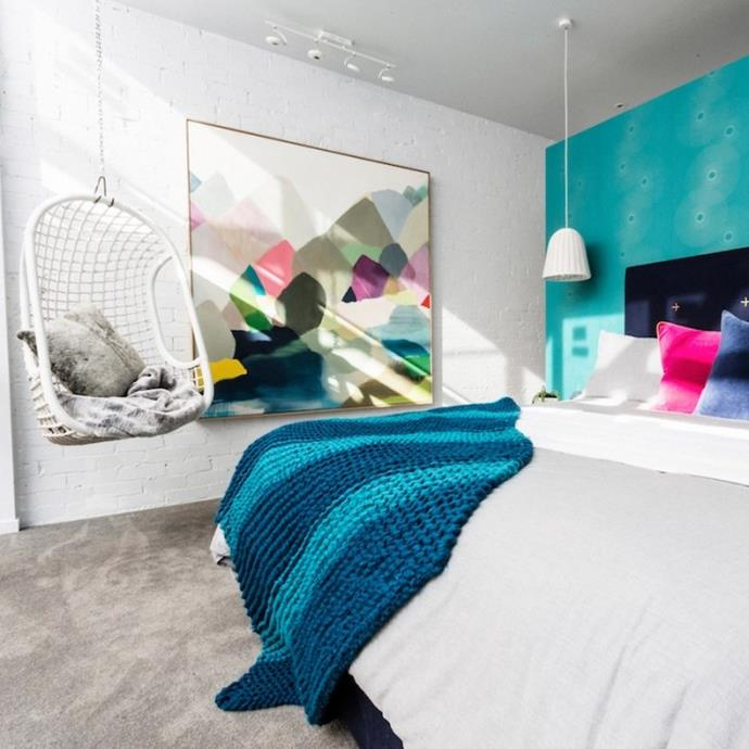 "**Glasshouse 2014 - Michael and Carlene** - During the challenge apartment reno, Michael and Carlene decided to go with a light-hearted design for their bedroom, styling bright pinks against a sea of teal and navy. While Neale loved the concept, both Shaynna and Darren agreed the room could have been styled better. It may have been a miss from the judges, but we're giving this room props for its glorious use of artwork and being ahead of its time with the [whimsical boho style](https://www.homestolove.com.au/how-to-get-a-boho-whimsical-look-at-home-3393|target=""_blank"") hanging chair."