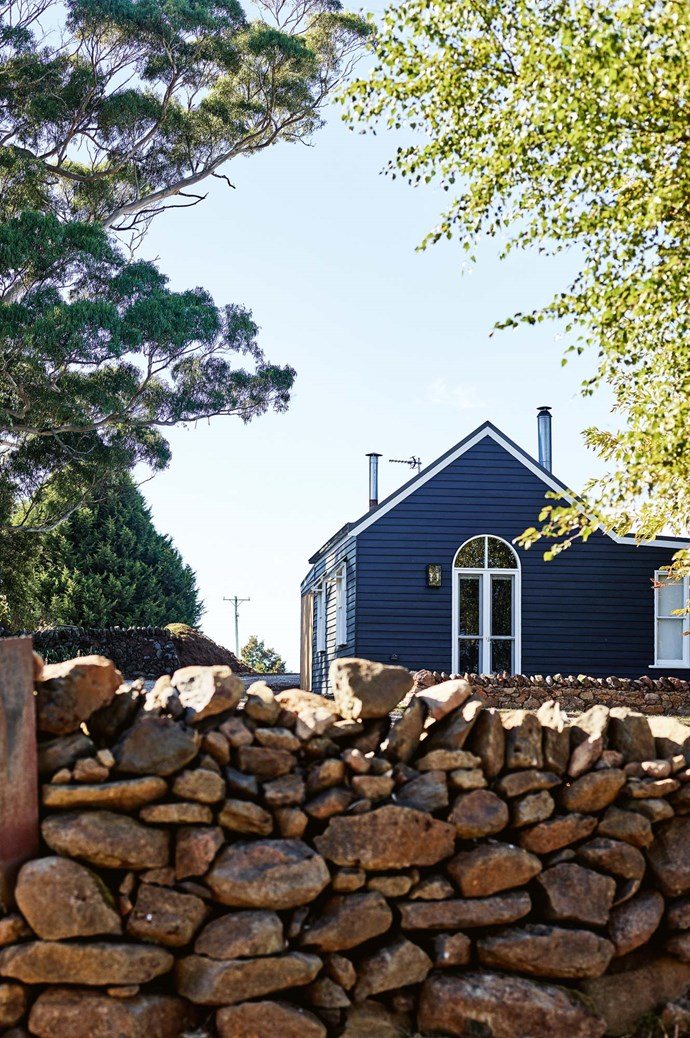 """The couple painted the church exterior in Monument from [Dulux](https://www.homestolove.com.au/dulux-paint-colour-trends-2019-18959 target=""""_blank""""). Shepherds Flat mason Tom Hamlin has built new drystone walls and repaired the old ones around the property."""