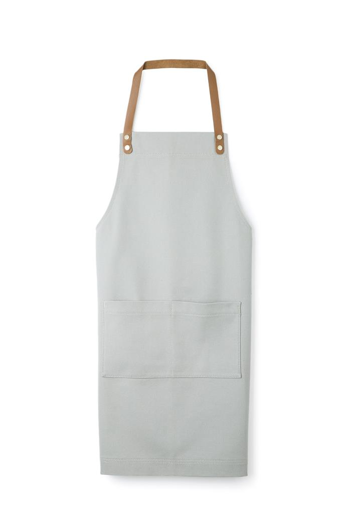 "Janna Apron, $79.95, [Country Road](https://www.countryroad.com.au/gifting/gifts-for-him/60219670-9013/Janna-Apron.html|target=""_blank""