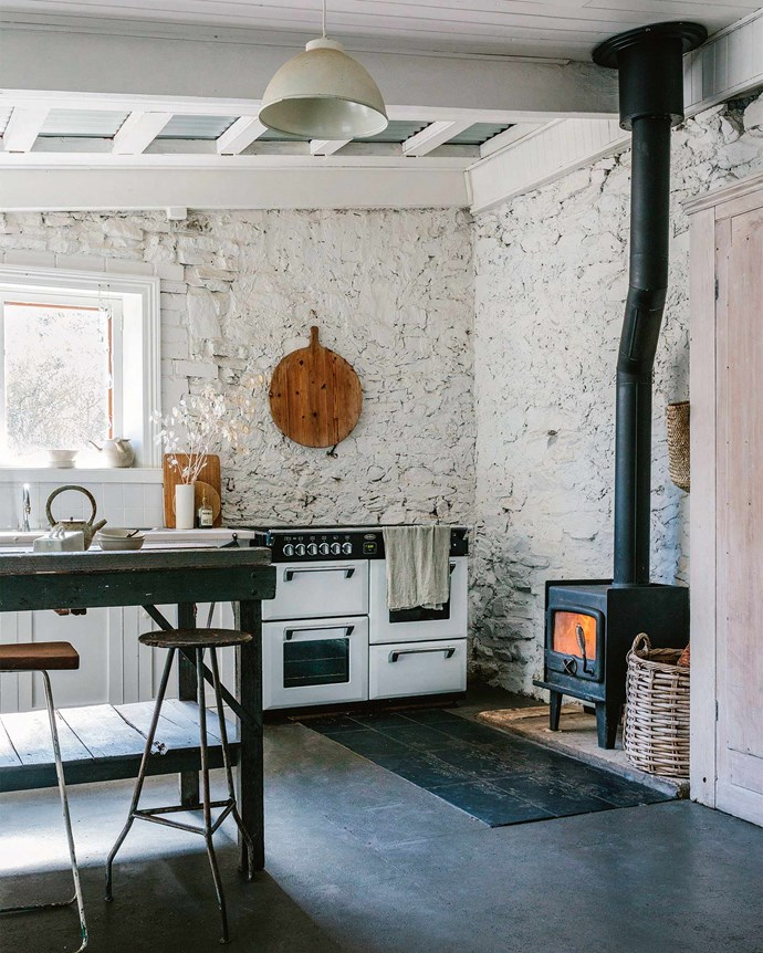 """[**Factoria V11, SA**](https://www.homestolove.com.au/former-adelaide-hills-factory-becomes-rustic-home-13873