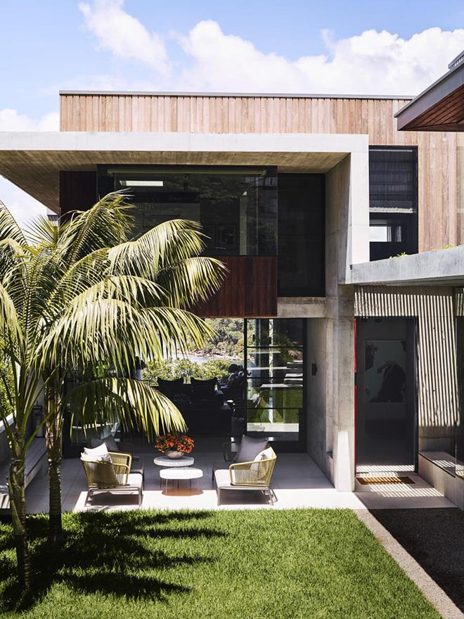 "This [harbourside home](https://www.homestolove.com.au/a-modernist-home-with-a-maximalist-interior-6555|target=""_blank"") on Sydney's lower North Shore was designed by Justine-Hugh Jones and Shaun Lockyer Architects to create a seamless indoor-outdoor connection that offers year-round outdoor living. *Photograph*: Anson Smart 