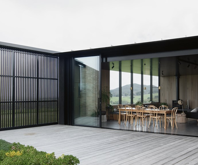 Completed in late 2016 under the supervision of Kim Bridgland at [Edition Office](http://edition-office.com/), the building was designed as three independent pavilions, separated by sheltered internal courtyards and linked by a central corridor running the length of the house. Here, sliding doors open up the living area to the courtyard. Silvertop ash was used for the decking. | Photo: Ben Hosking