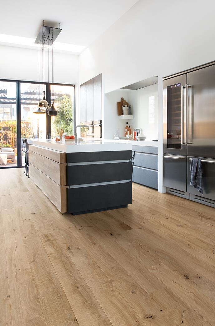 "Match a clean, modern interior with a floor that's full of power and contrast. Here, [Quick-Step's Colonial Plus Nomad Oak](https://www.quick-step.com.au/en-au/laminate/colonial-plus/col21005_nomad-oak|target=""_blank""