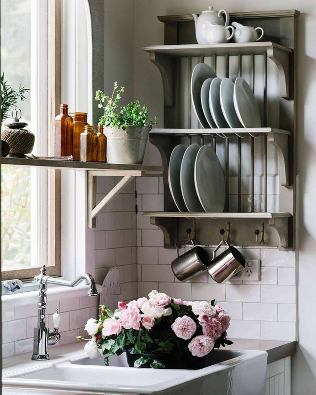 <p>**COTTAGE STYLE WALL PLATE RACK**<p> <p>No cottage kitchen is complete without a classic plate rack mounted on the wall. Use it to keep your most beautiful plates on display and out of the way. Fill a small vase with freshly picked roses to complete the cosy country look.<P> <p>*Photo: Marnie Hawson / Country Style*<p>