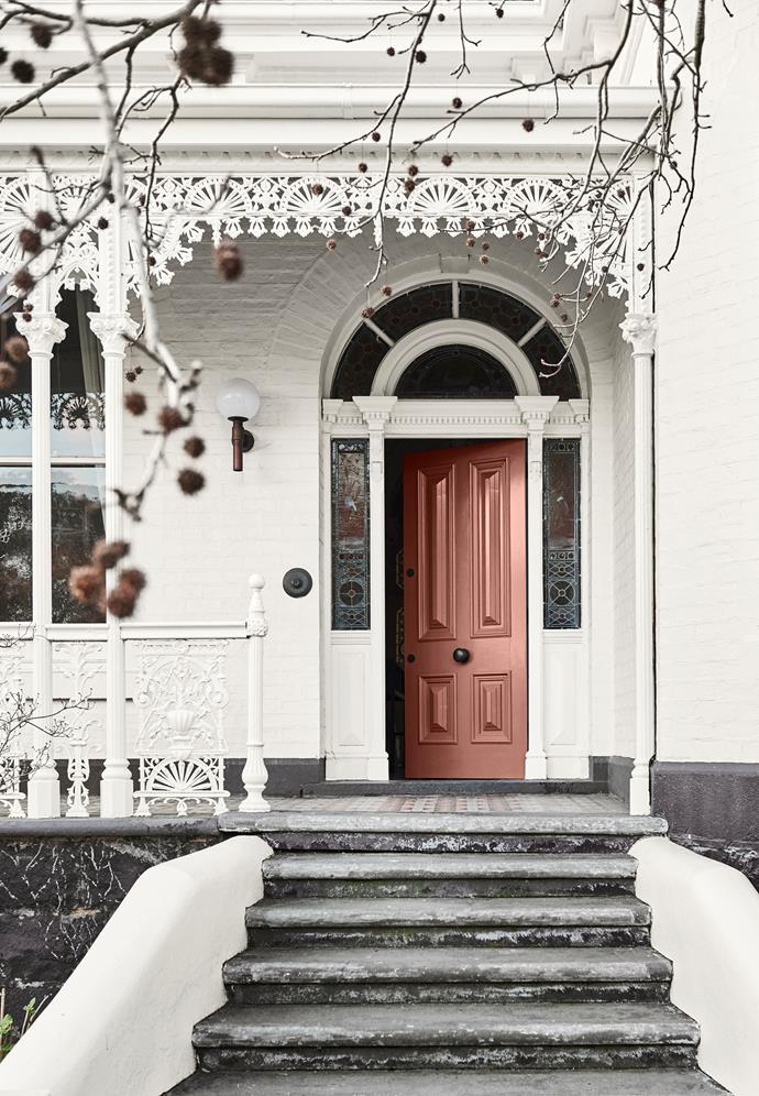 **Door** in Dulux Indian Reed; **Exterior** in Antique White U.S.A ®