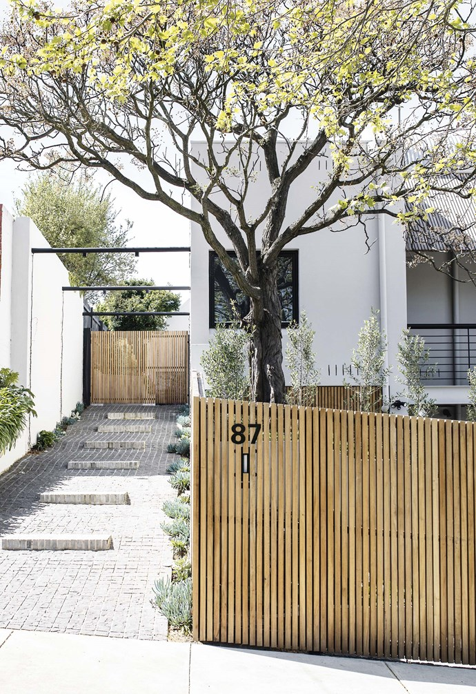 """**On the level** Create a cohesive look by continuing materials from front to back. This [Templeton Architecture](http://www.templeton.com.au/