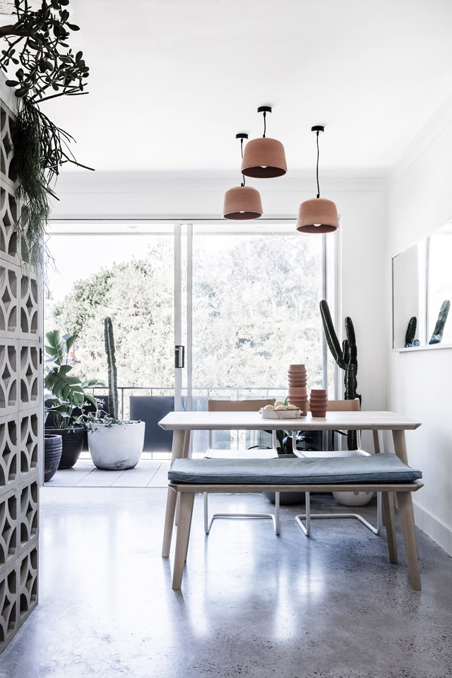 """Two rookie renovators have turned an old 1970s apartment, into a [contemporary coastal home](https://www.homestolove.com.au/coastal-apartment-renovation-19053
