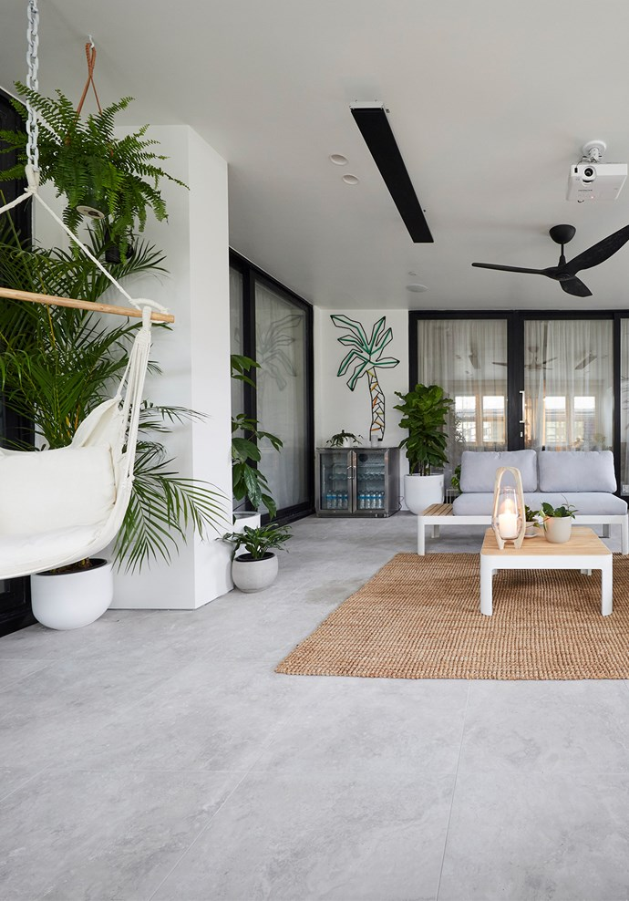 "**Outdoor terrace** - The [outdoor room](https://www.homestolove.com.au/inviting-outdoor-room-ideas-19144|target=""_blank"") was a hit with Darren, who found the space bright, refined, and tropical but Shaynna and Neale were unconvinced. While we loved the style of the room, we agree with Shaynna that a pop of colour somewhere would have lifted the space tremendously."