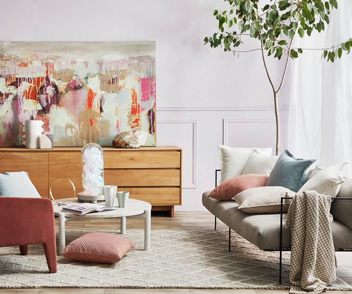 **Unstructured charm** With a mostly neutral palette, hints of soft colour pop in the cushions and vibrant artwork.