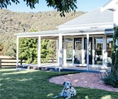 A modern shaker country home overlooking Mudgee wineries