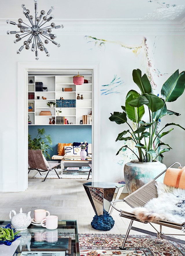 "A large bird of paradise palm fills an empty corner in this [colourful and eclectic apartment](https://www.homestolove.com.au/colourful-eclectic-style-apartment-19184 |target=""_blank""). *Photo:* Martin Solyst / *Living Inside*"