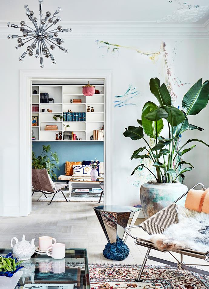 "In the living room, artist Jakob Steen has painted a botanical mural. A vintage [Flag Halyard chair](https://www.homestolove.com.au/flag-halyard-chair-history-of-an-iconic-design-6991|target=""_blank""), Diamond table by FOS and Sputnik lamp by Paul de Haan provide stark contrast."