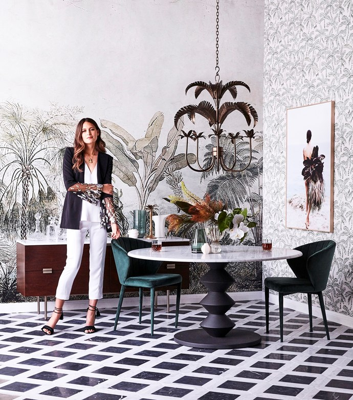 """[Botanical wallpaper](https://www.homestolove.com.au/botanical-wallpaper-trend-19192 target=""""_blank"""") is right on trend and this space not only plays with print but with scale to make the ultimate statement. Large palm motifs are mirrored by smaller fronds on the right, while black tiles anchor the look in this luxurious monochrome space."""