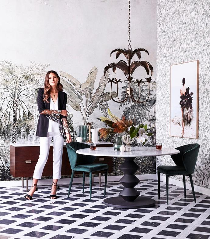"[Botanical wallpaper](https://www.homestolove.com.au/botanical-wallpaper-trend-19192|target=""_blank"") is right on trend and this space not only plays with print but with scale to make the ultimate statement. Large palm motifs are mirrored by smaller fronds on the right, while black tiles anchor the look in this luxurious monochrome space."