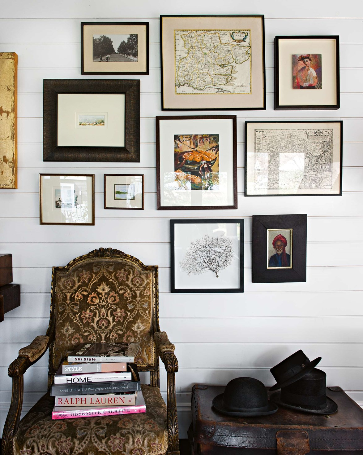 "**Accessorise with vintage accents**<P> <P>Artwork, hats, candlesticks and other eclectic pieces can add a French touch to a modern home. Group them close together for an eye-catching vignette. A white backdrop prevents this [weatherboard cottage in Bowral](https://www.homestolove.com.au/weatherboard-cottage-in-bowral-13647|target=""_blank"") from looking cluttered.<p> <p>*Photo: Brigid Arnott*"