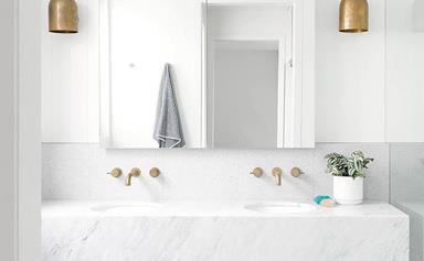 20 modern white bathrooms
