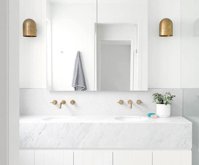 20 modern white bathrooms