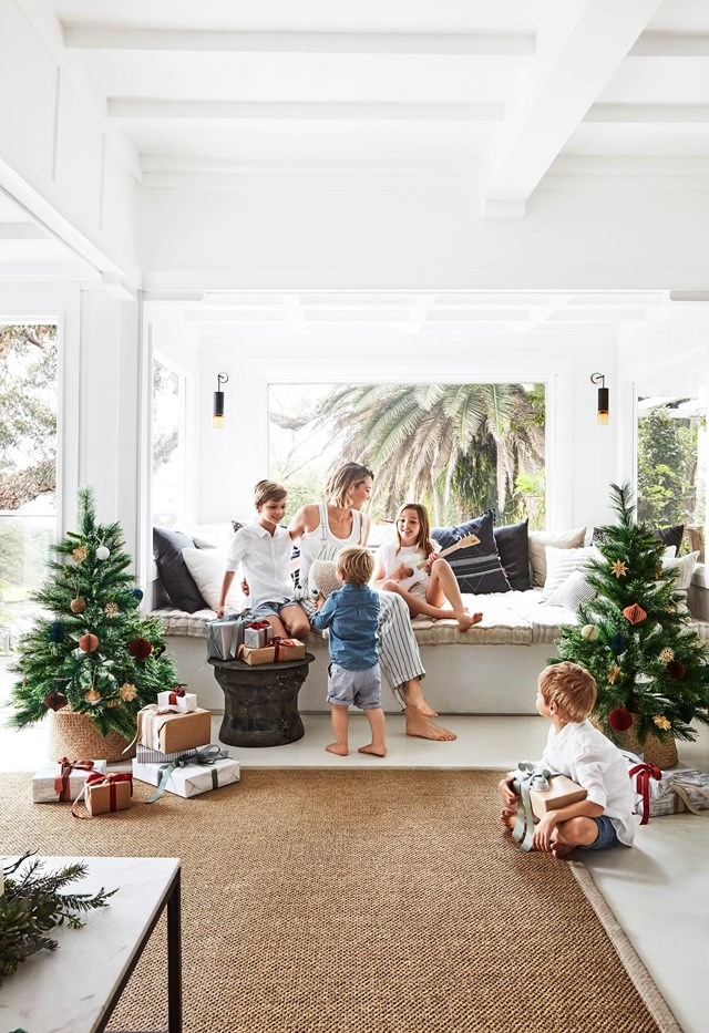 "This renovated [1920s beach cottage on Sydney's Northern Beaches](https://www.homestolove.com.au/renovated-1920s-palm-beach-christmas-holiday-home-19235|target=""_blank"") makes the perfect family escape for the Christmas break – and all summer long. Decorations are kept classic with a subtle coastal twist."