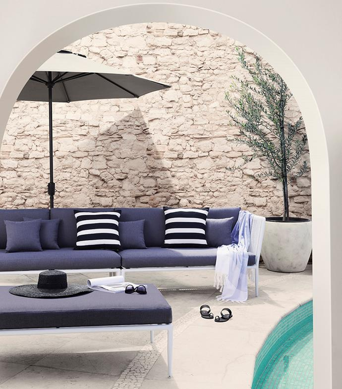 "[Escala 2-piece outdoor lounge and ottoman](https://www.domayne.com.au/promos/summer-alfresco?utm_source=Banner&utm_medium=Bauer&utm_campaign=summer_alfresco|target=""_blank""