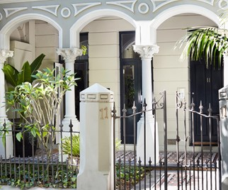 Exterior Victorian facade of Sarah Davison's Potts Point studio