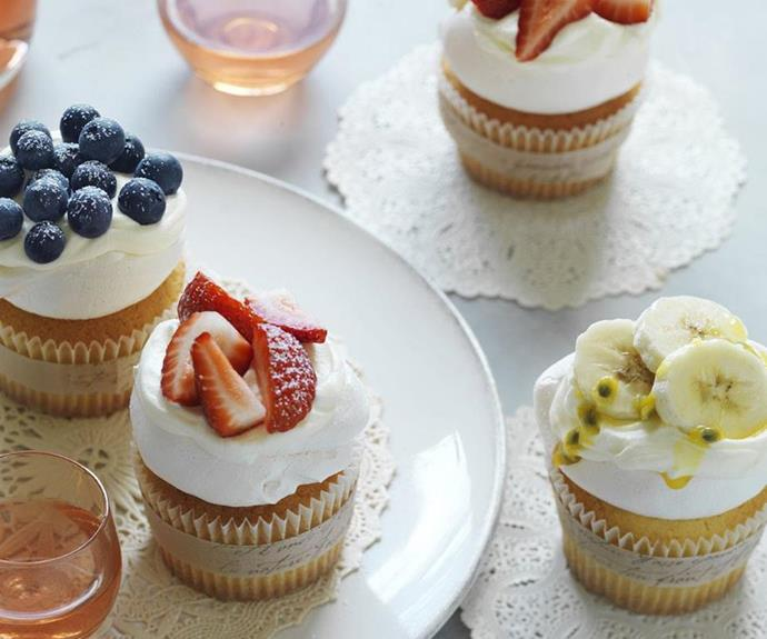"[Lemon pavlova cupcakes](https://www.womensweeklyfood.com.au/recipes/lemon-pavlova-cupcakes-6630|target=""_blank""): It just wouldn't be Christmas without a Christmas pav, and these mini versions are far easier to transport."