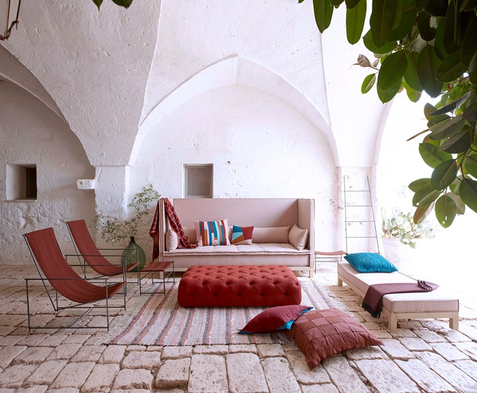 "**Moroccan Moment**: For an [outdoor zone](https://www.homestolove.com.au/outdoor-living-rooms-6384|target=""_blank"") that oozes mystique, look to low-profile seating in a rich palette. Jewel-like accessories make it pop. *Photo: Laurie Frankel courtesy of [Sunbrella](https://www.sunbrella.com/