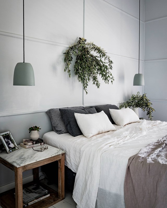 "Layers of relaxed linen adorn this bed in a renovated [homestead near Broken Hill](https://www.homestolove.com.au/homestead-reno-pincally-station-broken-hill-nsw-19294|target=""_blank""). A pair of understated pendant lights free up the bedside table for a selection of late-night reads and a precious family photograph. *Photo: Michael Wee / Story: Country Style*"