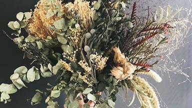 How to make a dried floral arrangement