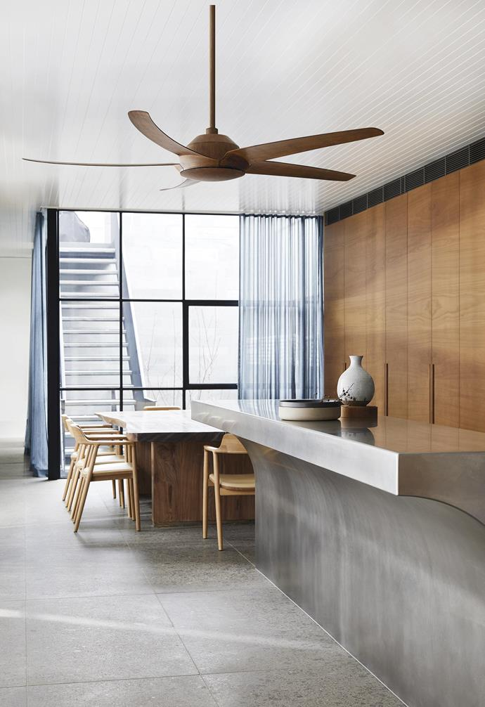 "**Simple palette** The timber tones of this ceiling fan perfectly complement the natural palette of the kitchen space. *'Airfusion Airmover' 142cm ceiling fan in Koa, $395, [Beacon Lighting](https://www.beaconlighting.com.au/|target=""_blank""