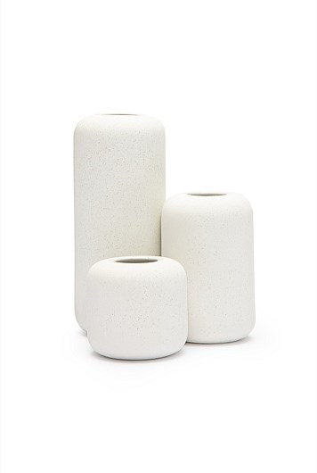 """'Tila' vase set, $49.95, from [Country Road](https://fave.co/2zTb7me target=""""_blank"""" rel=""""nofollow"""")."""